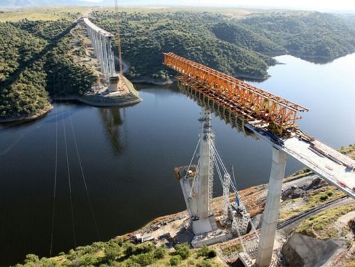 Viaducto sobre el río Tajo